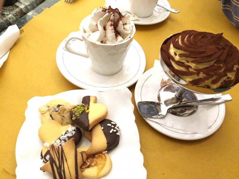 The_Ambitionista_Rocco_Savoy_Hotel_Desserts