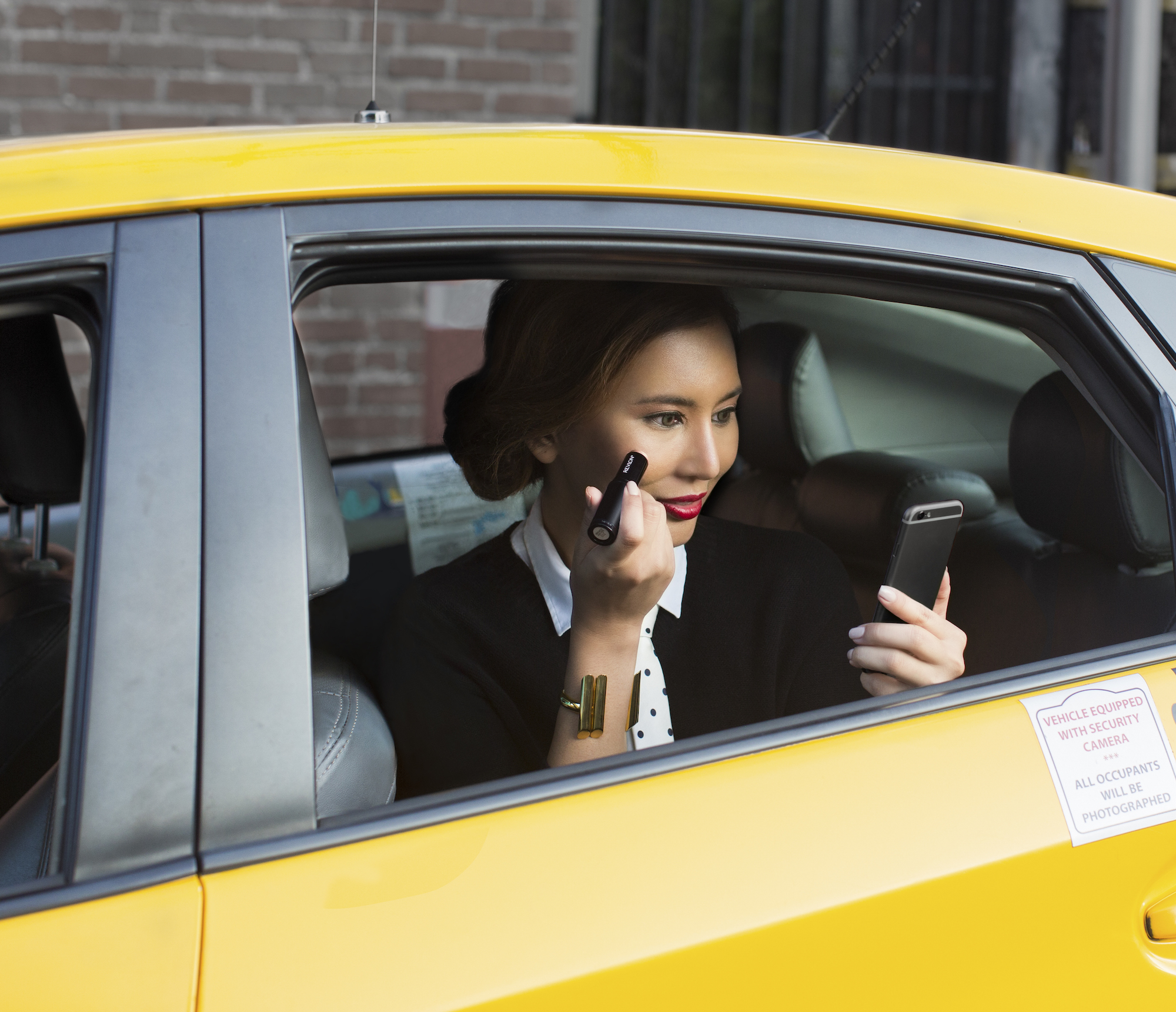 applying-makeup-in-car