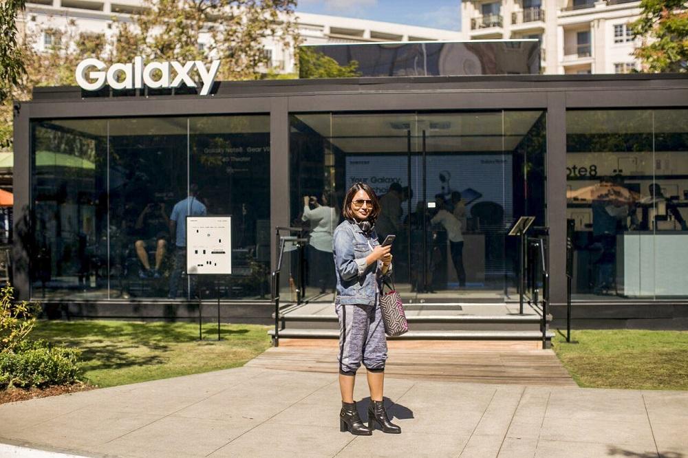 Heidi at front of Samsung